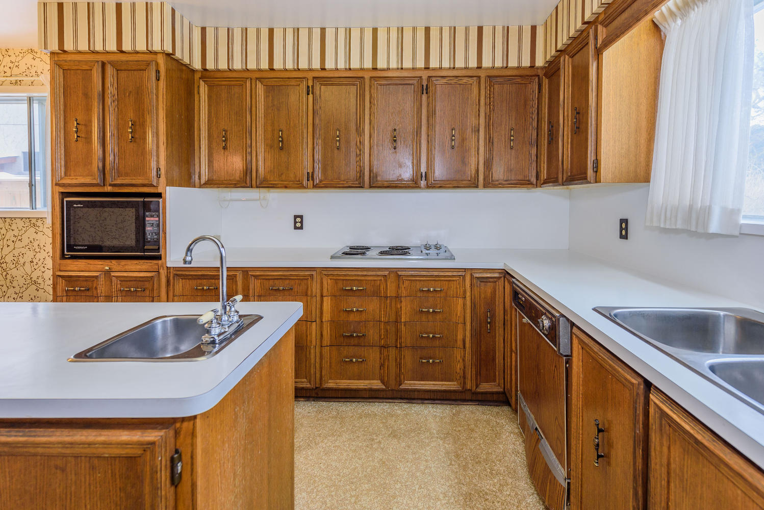 950839 42 Foursome Crescent-large-019-2-Kitchen-1498x1000-72dpi