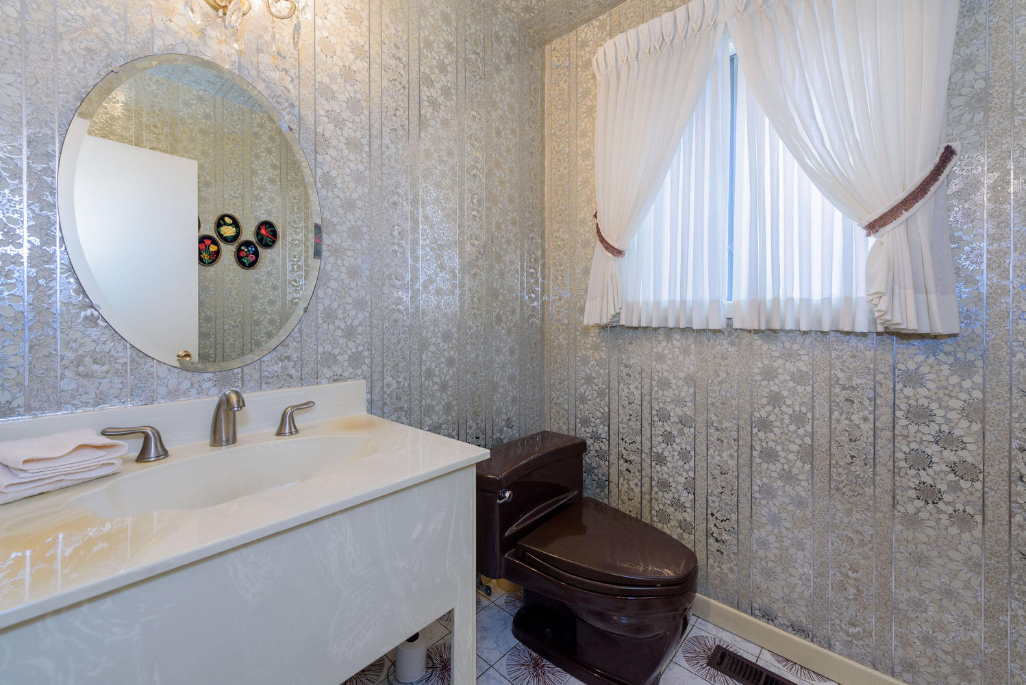 950839 42 Foursome Crescent-large-026-20-Powder Room-1498x1000-72dpi